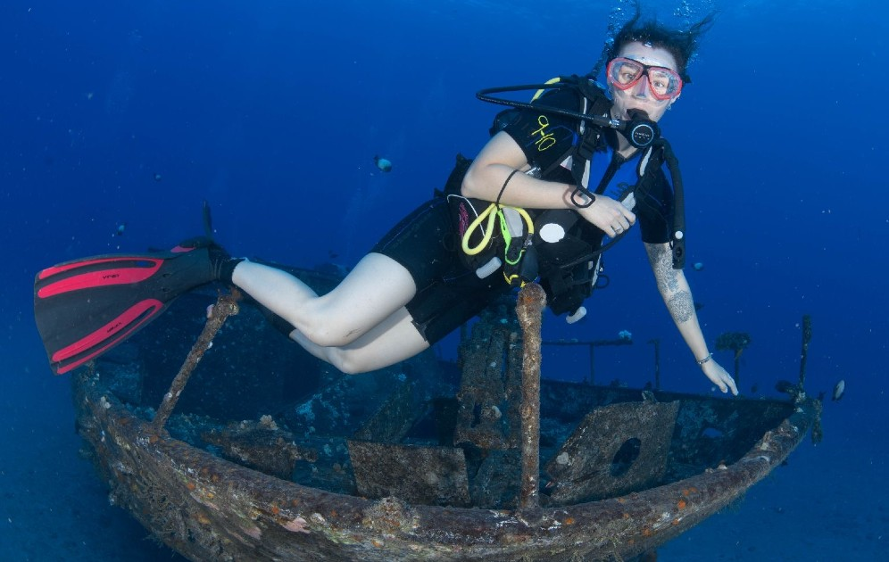 Carthaginian wreck diving maui